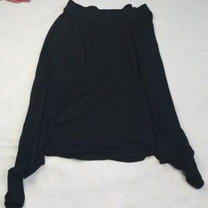 Lauren Conrad Women's medium black glowing skirt